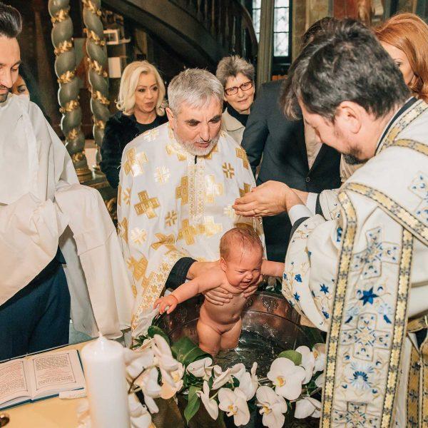 Botez bebelus biserica