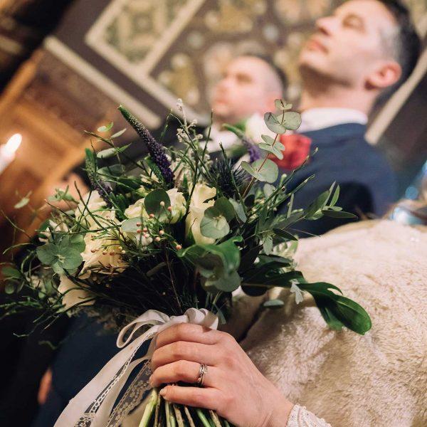 Fotografie buchet mireasa biserica Maria si Radu