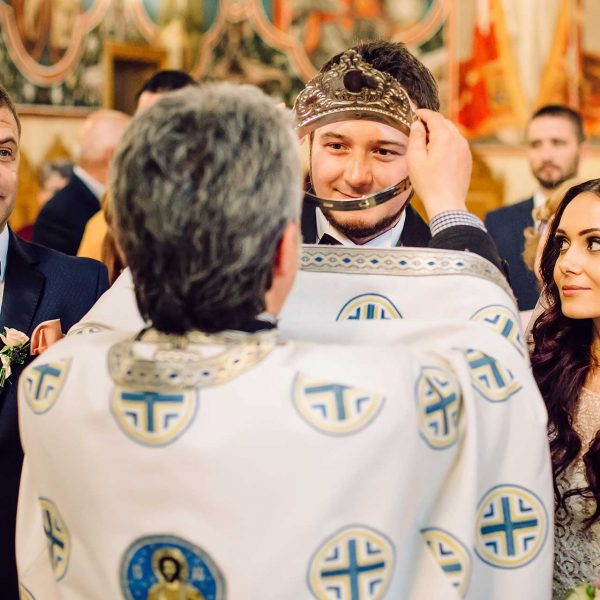 Fotografie cununii miri la biserica Monica si Razvan
