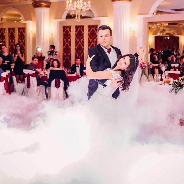 Fotografie dansul mirilor cu fum greu Mihaela si Vlad