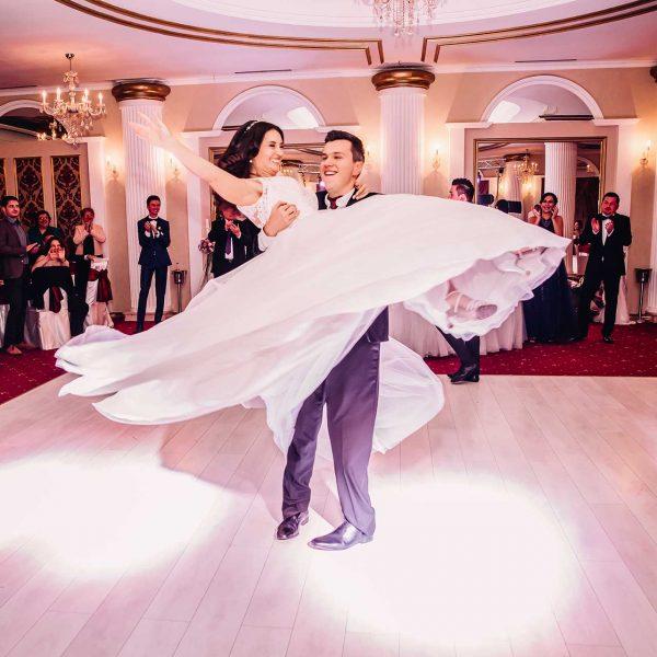 Fotografii dansul mirilor nunta Mihaela si Vlad