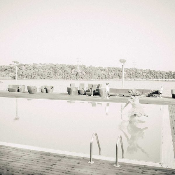 George arunca mireasa in piscina dupa cununia civila
