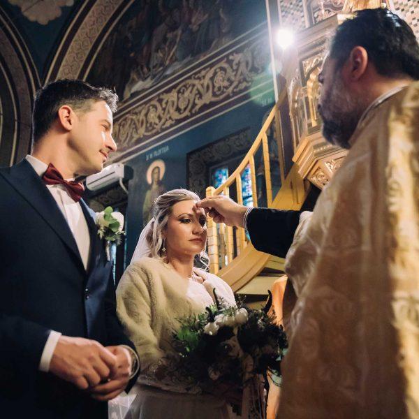 Maria si Radu fotografie verighete in biserica