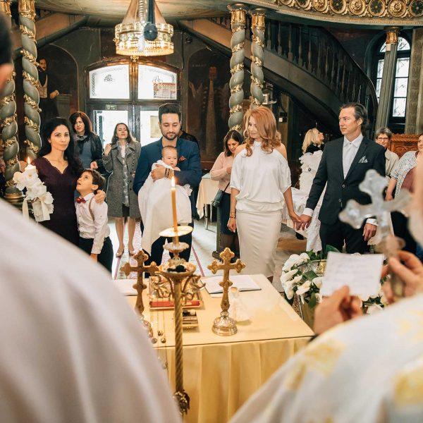 Parinti si nasi in biserica
